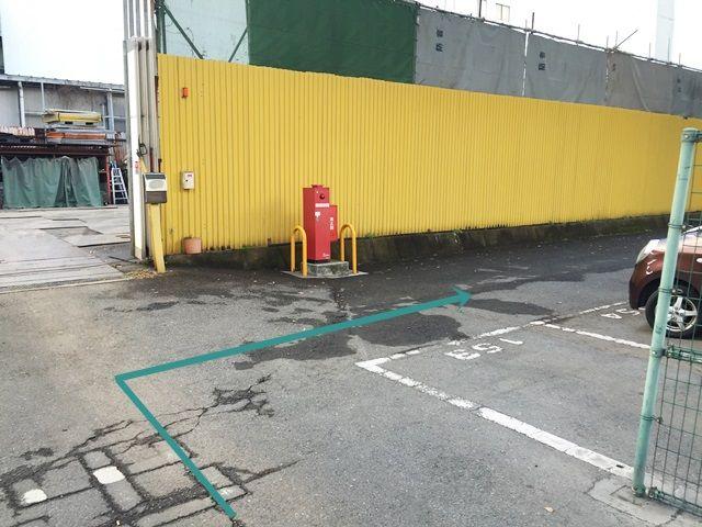 【道順9】駐車場に入庫したら右側が駐車場になります。