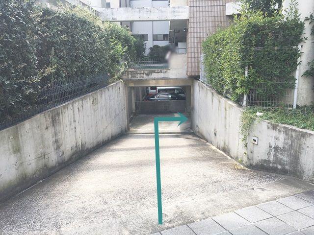 道順7. 駐車場を出る際は、スロープ部に気をつけて出庫してください
