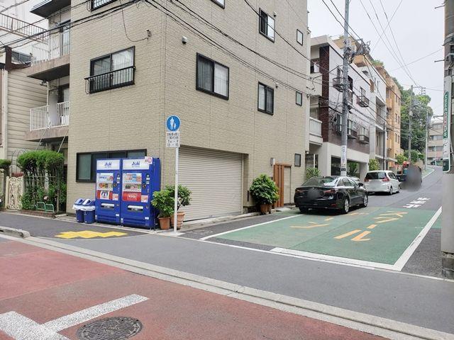 駐車場周辺の道路は歩行者専用のため通行制限があります