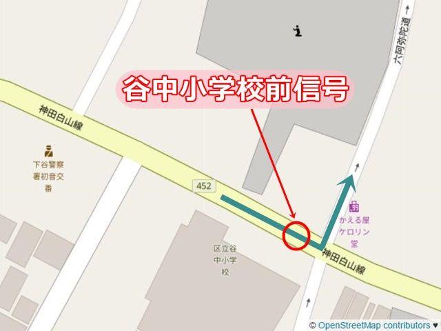 【道順2】「谷中小学校前」の信号の次の道で「左折」し、一方通行の道へと進んでください。
