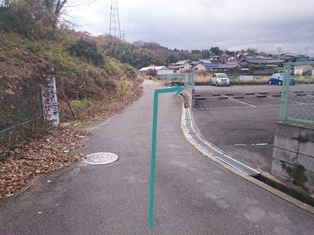 【道順2】駐車場入り口が2つございますが、駐車場内通り抜けできない為、北側の入り口からはご利用いただけません。