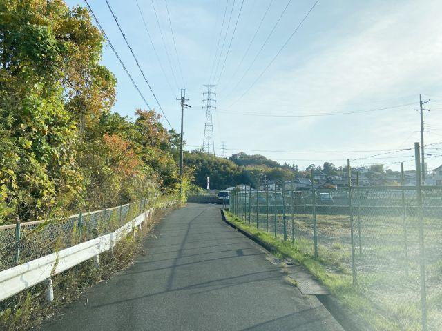 【道順1】駐車場までの道は細くなっておりますのでお気を付けください