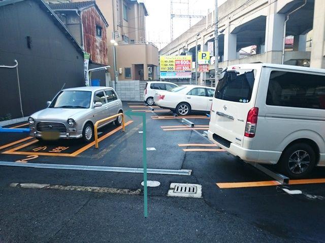 【道順4】コインパーキングの中央まで進むと、「左側」にご利用駐車場があります。