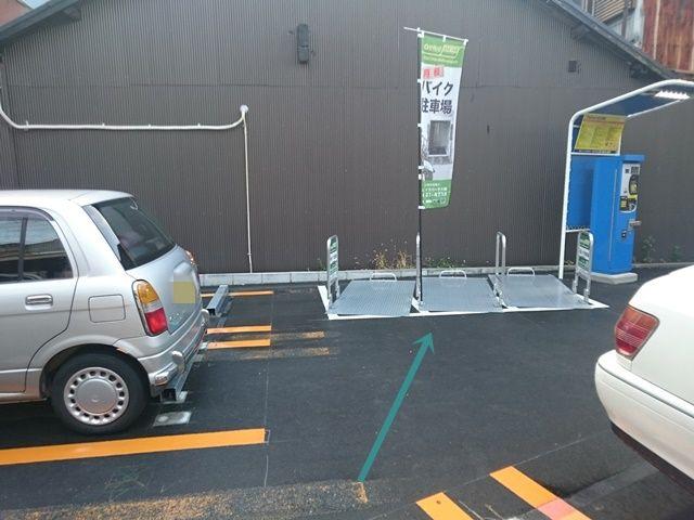 【道順5】ご利用駐車場の写真です。ご予約時のスペースに駐車してください。