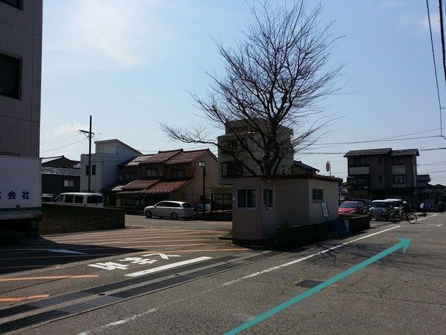 【道順3】金沢市立病院に沿って直進してください。