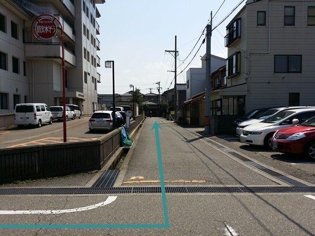 【道順4】金沢市立病院の端に着きましたら左折してください。