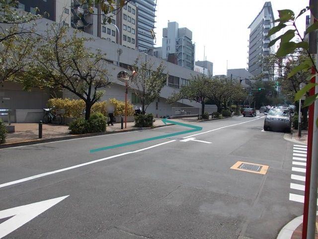 外堀通り方面からの出入り口です。左折での入場となりますので、歩行者に十分お気を付け下さい。