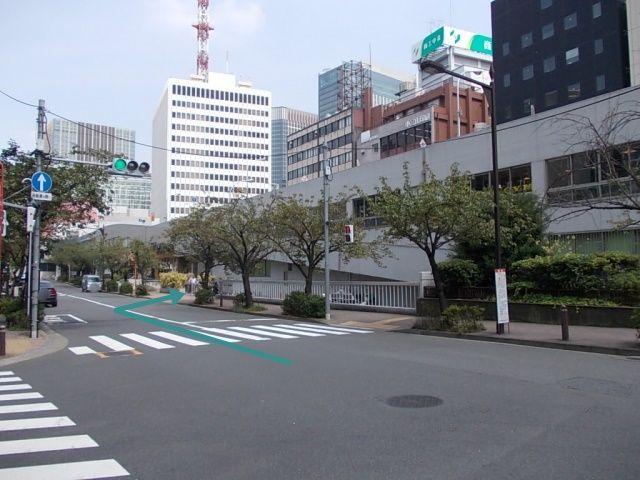 銀座通り方面からの出入り口です。右折での入場となりますので、対向車、歩行者に十分お気を付け下さい。