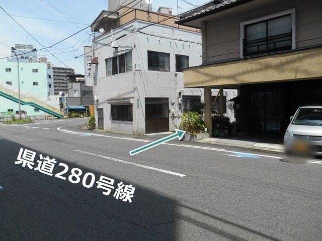 【順路1】県道280号線から「田中屋」と住宅の間の道に入ります。