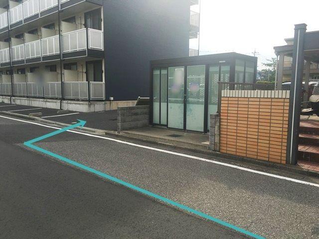 【道順8】駐車場入口の写真です。