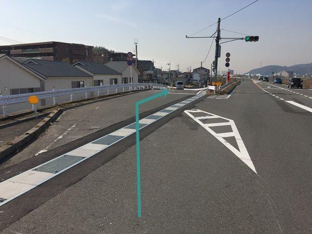 2.1つ目の信号を「斜め左方向」にお進みください。
