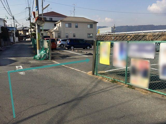 8.駐車場入口です。出入庫の際は通行人等に十分お気をつけてください。