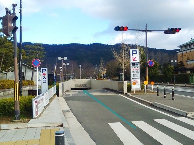 【道順2】駐車場入口の写真です。