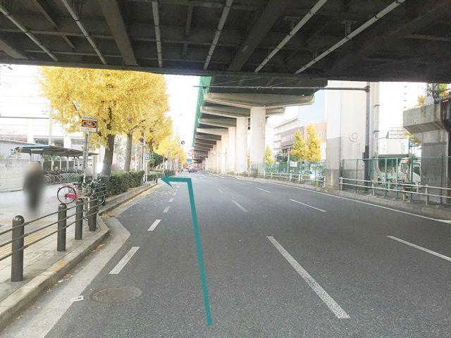 【道順2】矢印の方向に左折します。