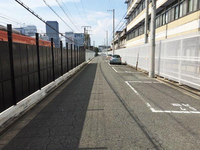 【道順6】駐車場の写真です。ご予約時のスペースに停めてください。