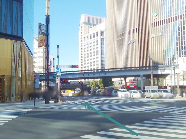【道順1】晴海通り(都道304号線)を地下鉄銀座駅方面から日比谷公園方面へ向かって「北西」へと進んでください。