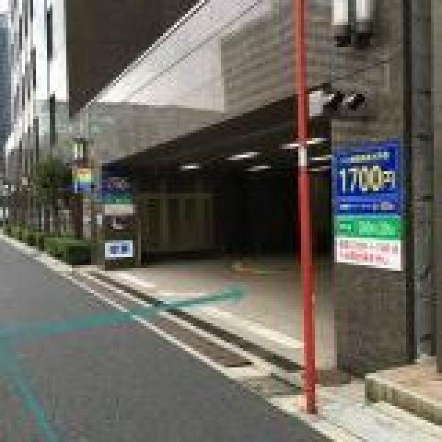 【道順3】駐車場出入口の写真です。対向車に気をつけてゆっくりお進みください。