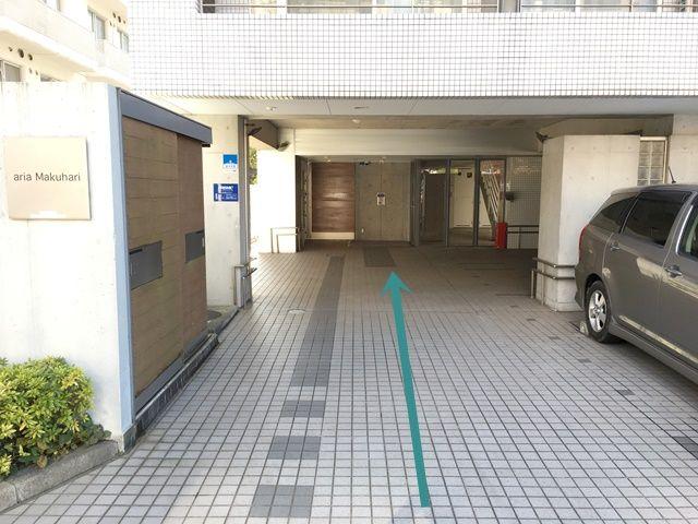 【道順2】奥にご利用駐車場がございます。