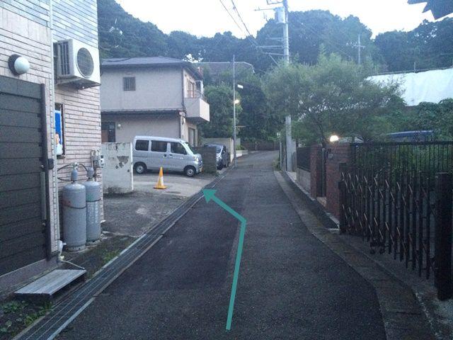 【道順3】「左側」にakippa駐車場があります。