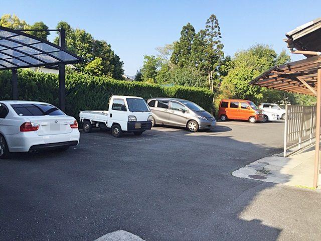4.駐車場の写真です。ご予約時のメールに記載しているスペース番号をしっかりとご確認のうえ駐車して下さい。