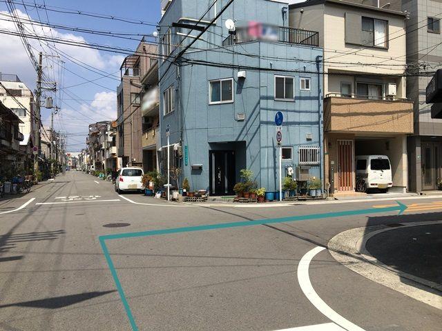 6.こちらの道を右折してください。