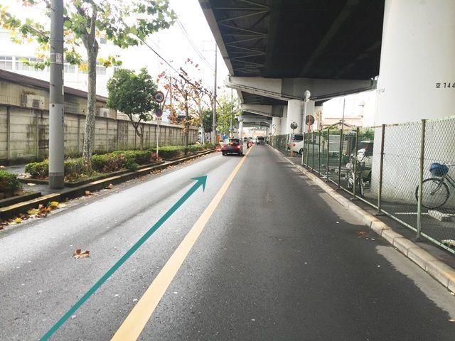 【道順6】逆の「加島駅」方面から「塚本駅」方面へと進んだ際の駐車場入り口付近写真です。
