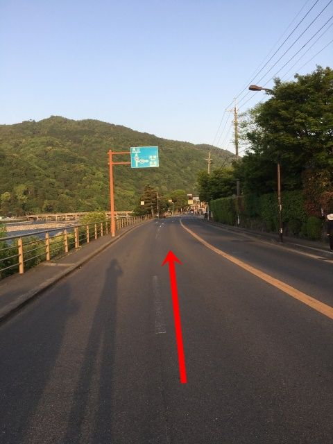 【道順1】罧原堤四条・太秦方面から渡月橋方面への道を直進してください。