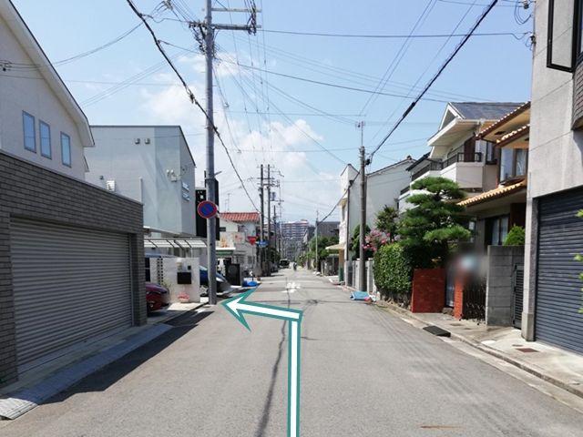 【道順3】一方通行の道になります。左側何件かの住宅街にあります。【江嵜】の表札があります。