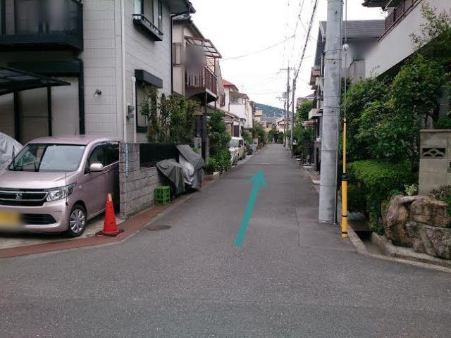 【道順2】直進していただきます。左手にakippa駐車場がございます。