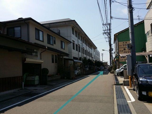 【道順2】直進すると左手に金沢市立病院が見えてきます。