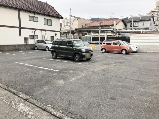 道順3.広い駐車場です