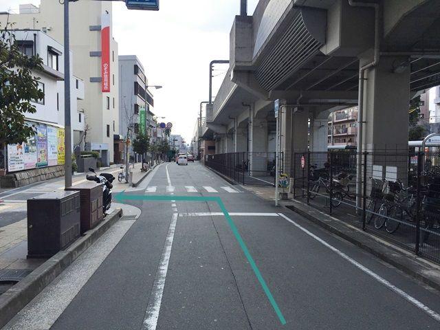 1.「豊中駅」から「阪急宝塚線」沿いに「岡町駅」方面へお進みいただき、「のぞみ信用組合 岡町支店」より手前の角を「左折」してください。