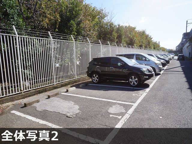 駐車場全体の背景です。