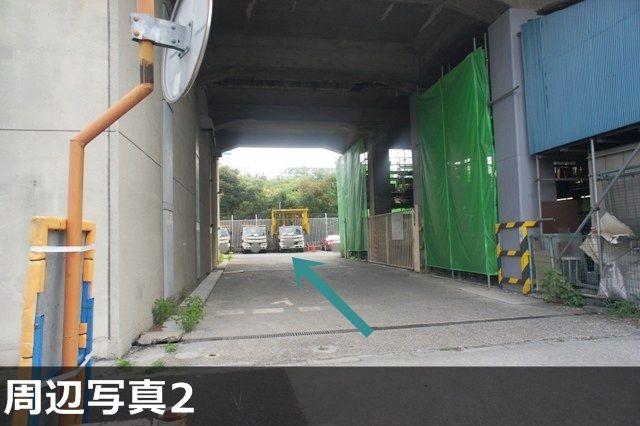 駐車場出入口付近の背景です。