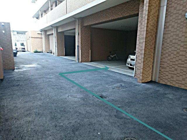 【道順4】ご利用駐車場の写真です。ご予約時のスペースに駐車してください。