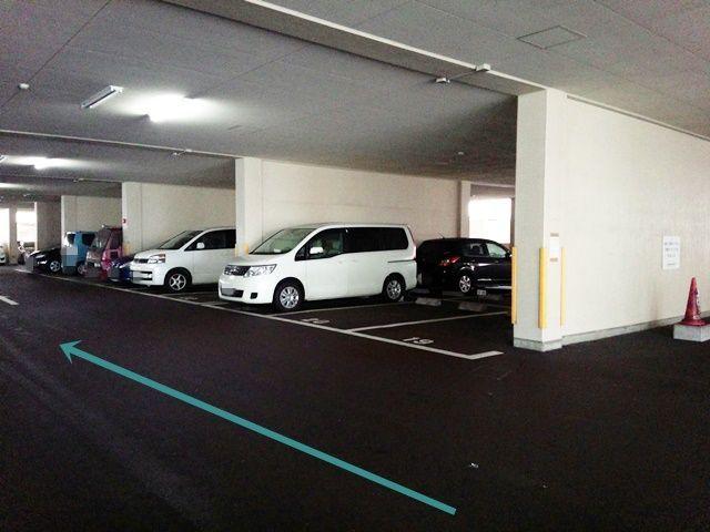 【道順3】駐車所内の写真です。ご予約時のスペースに駐車してください。