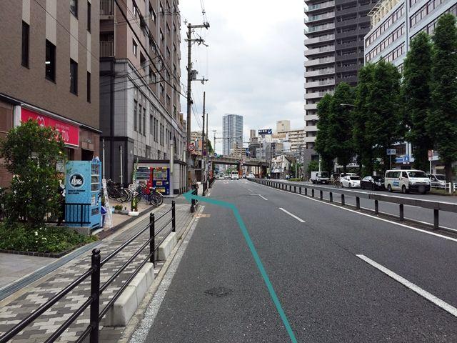 【道順1】都島通の「阪急東交差点」から「堂山町交差点」方面へ進み、「堂山交差点」を超えて2つ目の角を「左折」してください