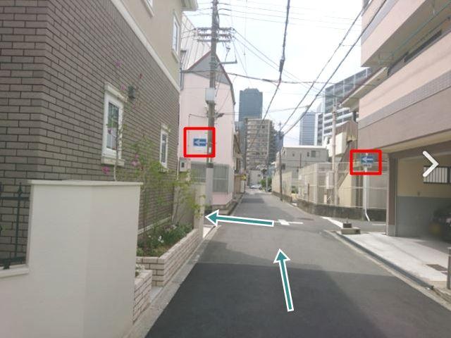 【順路6】左方向への一方通行の標識がありますので、その道を左折します