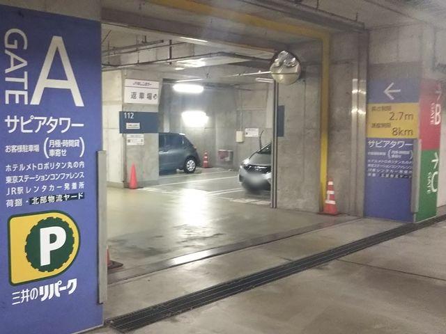 「GATE A サピアタワー」と書かれた青い看板に従ってB3に向かってください
