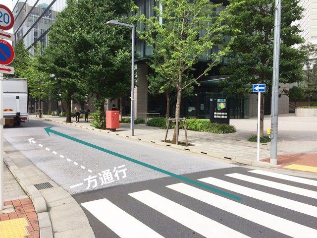 【道順2】ここから一方通行の道路になります。直進してください。