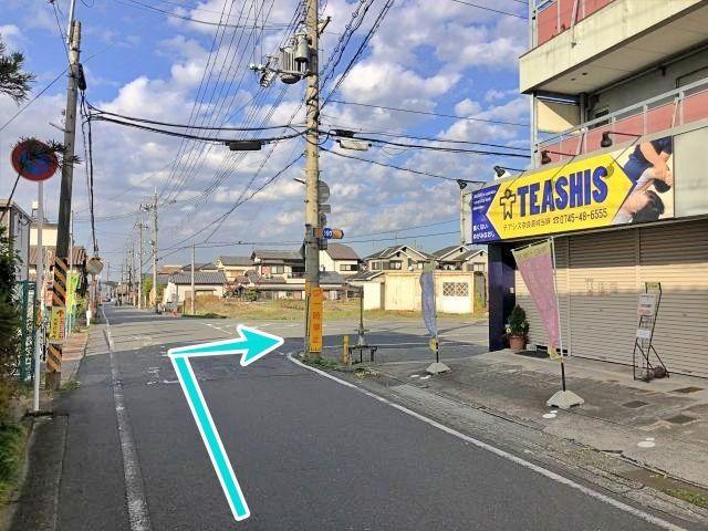 この曲がり角を右折します