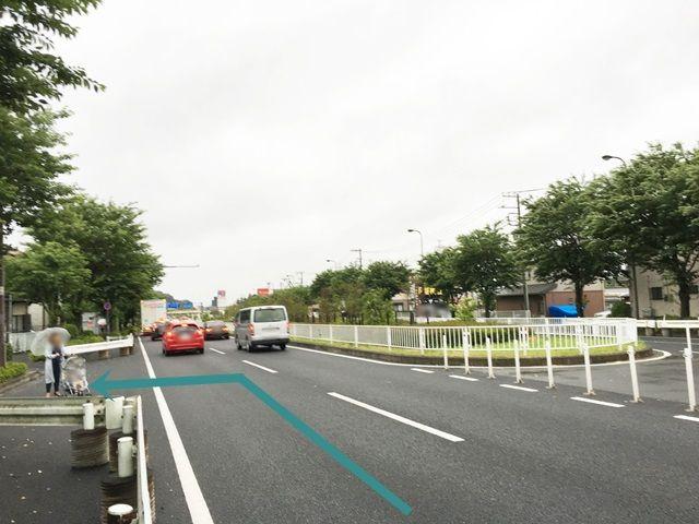【道順2】「道の駅入口」交差点を過ぎて、【道順1】の電子掲示板を過ぎた次の道を「左折」してください。