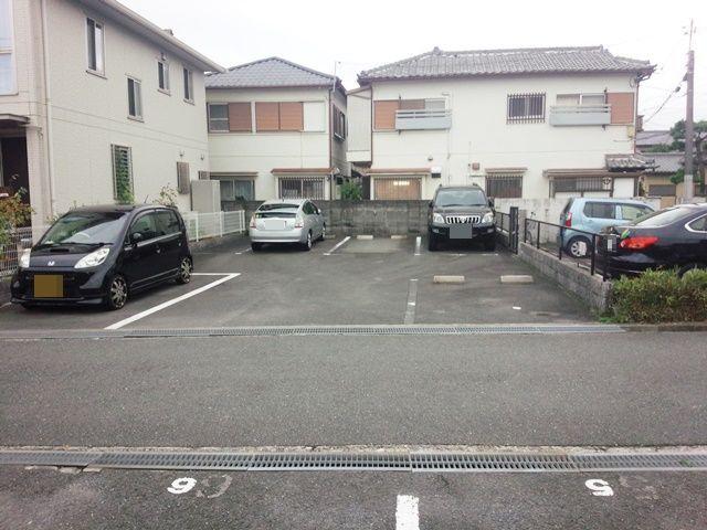 【全体写真2】こちらにもご利用スペースがありますので、スペース写真を参考に指定のスペースに駐車してください。