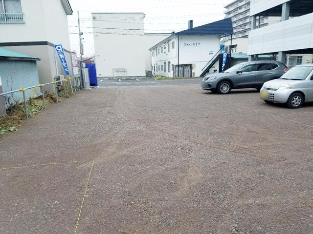 駐車場内からみた写真