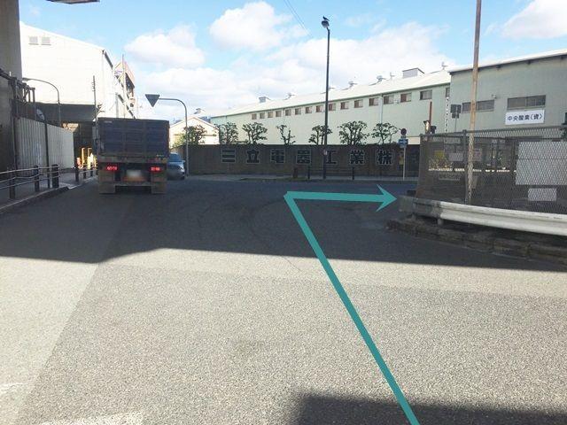 3.「三立電器工業(株)」様を正面にすると右側にご利用駐車場が見えますので、右折してください