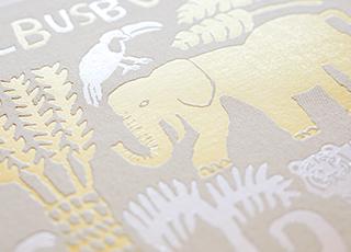 表紙はゴールドとシルバーの箔押し仕上げ