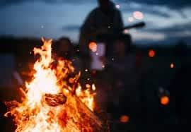 ソロキャンだからこそ便利な焚き火台が欲しい!ソロキャンプ用焚き火台5選