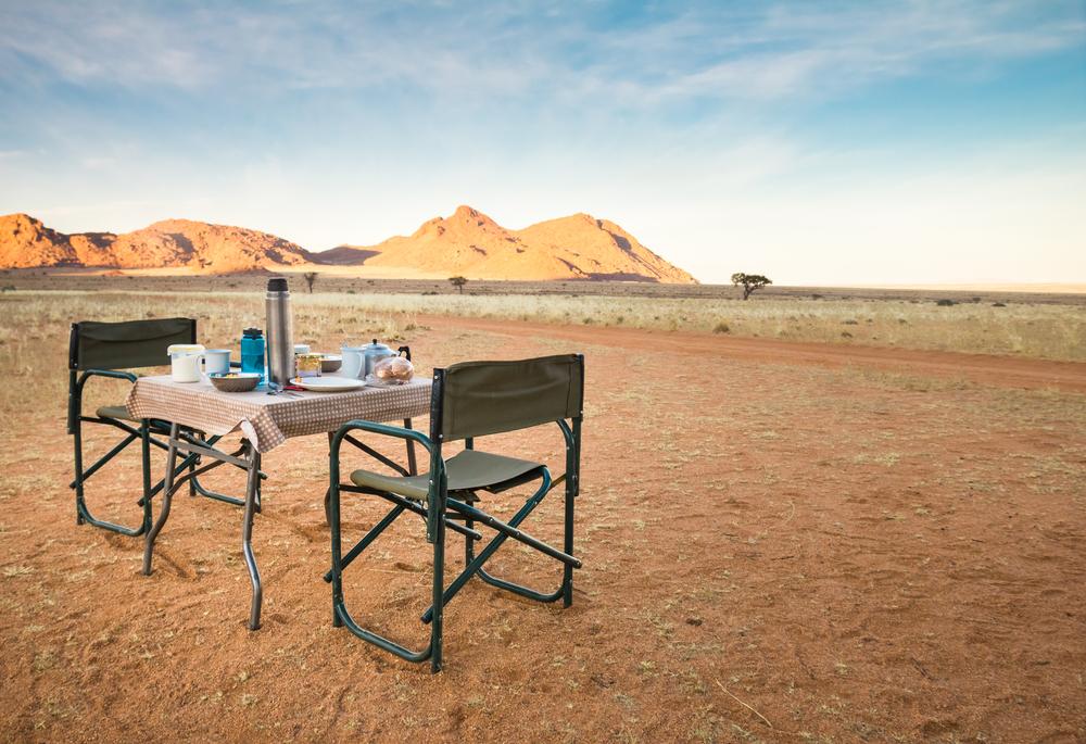 キャンプでの食事をゆったり楽しめる!アウトドアテーブル 40選