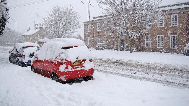 雪で車が立ち往生!巻き込まれた時の対処法4つと救助を待つ時の注意点3つ!