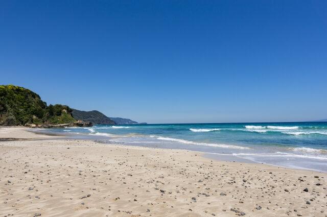 サーフィンができる綺麗な海といえば?